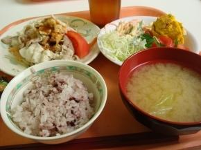 冷しゃぶ・かぼちゃサラダ・黒米・キャベツの味噌汁
