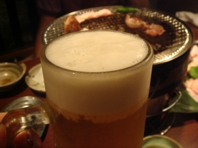 ハム子とダーリンはビール!・・・でも白飯が食べたくて、ナナから少し奪い取りました(。-∀-)ニヒ♪