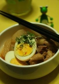 大根と鶏肉とタマゴの煮物
