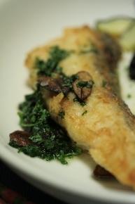 ナイルパーチのムニエル♪ オリーブオイルで炒めてパセリを刻んで入れました~。パセリモリモリ食べれますぅ(・∀・)♪