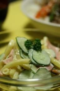 マカロニサラダ♪ マカロニ・キュウリ・ハムをマヨ&梅肉で合えました~