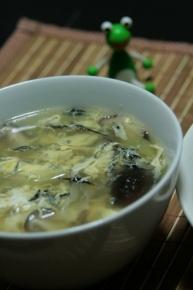 かき玉中華風スープ(長ネギ・シイタケ・ひじき・たまご)