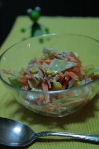 キャベツとニンジンとコーンとツナのサラダ