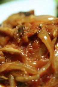 しめじと椎茸と玉ねぎのケチャップソース。