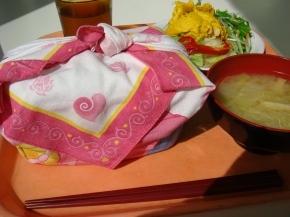 お弁当・サラダ・味噌汁