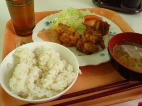 麦ご飯・もやしの味噌汁・から揚げ
