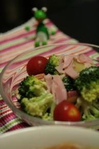 ブロッコリーとハムのサラダ