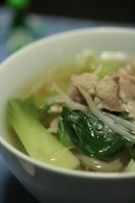 チンゲン菜ともやしと豚の中華スープ