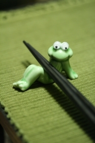 カエルの箸置き♪ 目が動きます!