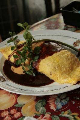 ナナ→デミグラスソースとチーズソースのチキンオムライス