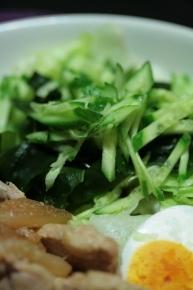 レタス・わかめ・きゅうりの盛っただけサラダ