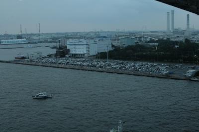 ラウンジから見る駐車場&観覧スペース。(´・д・`)」【◎】カシャッ】28mm